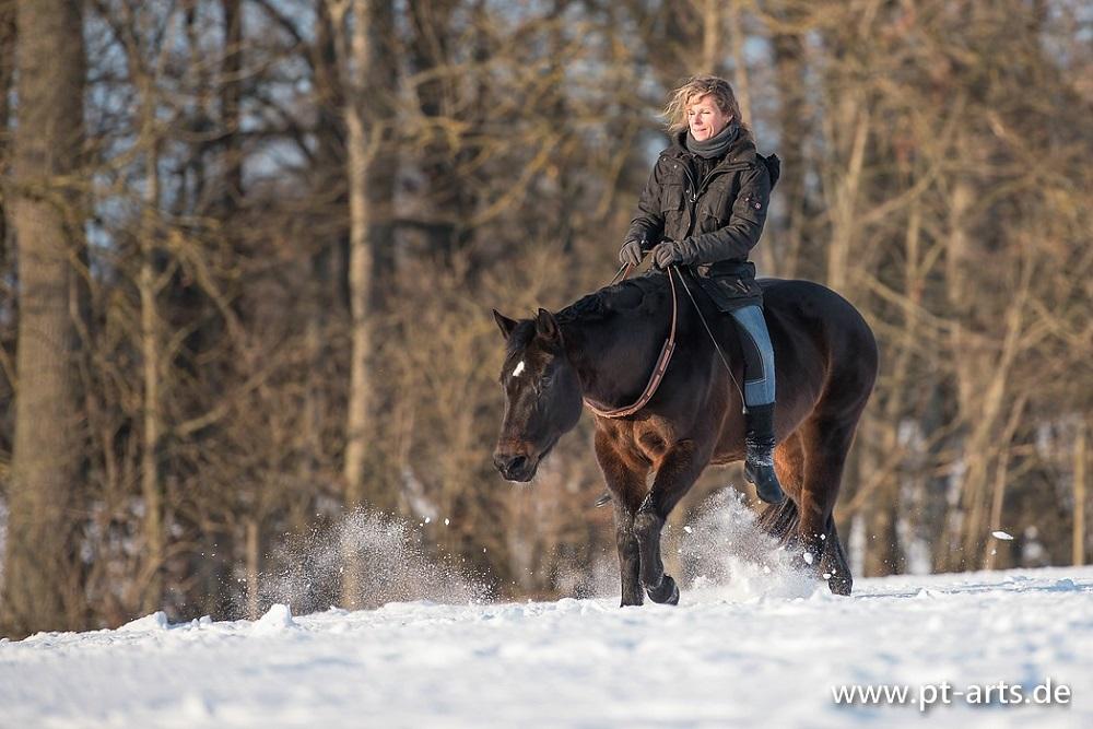 Entspannt durch den Schnee - Browny und Susanne