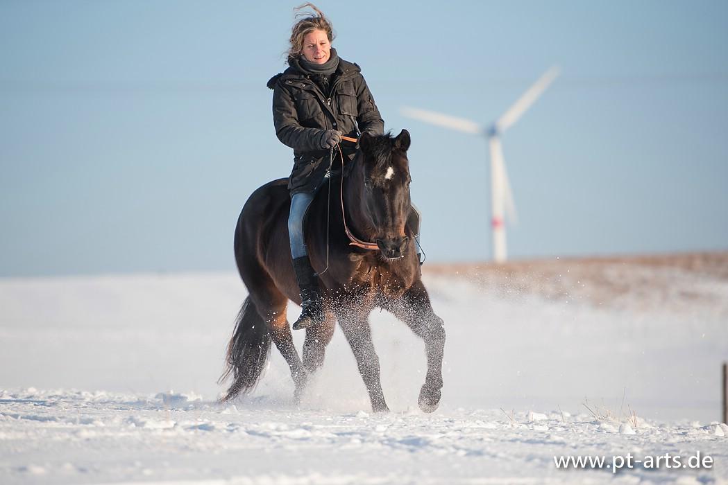 Susanne und Browny - frei reiten durchs Winterwunderland